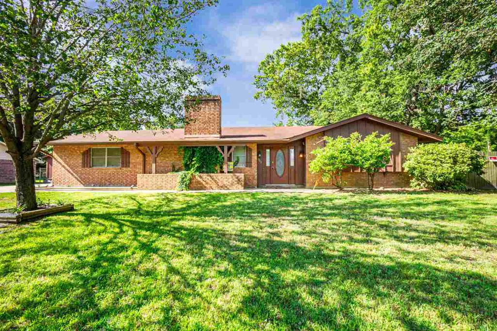 Photo of home for sale at 302 Clover, Big Sandy TX