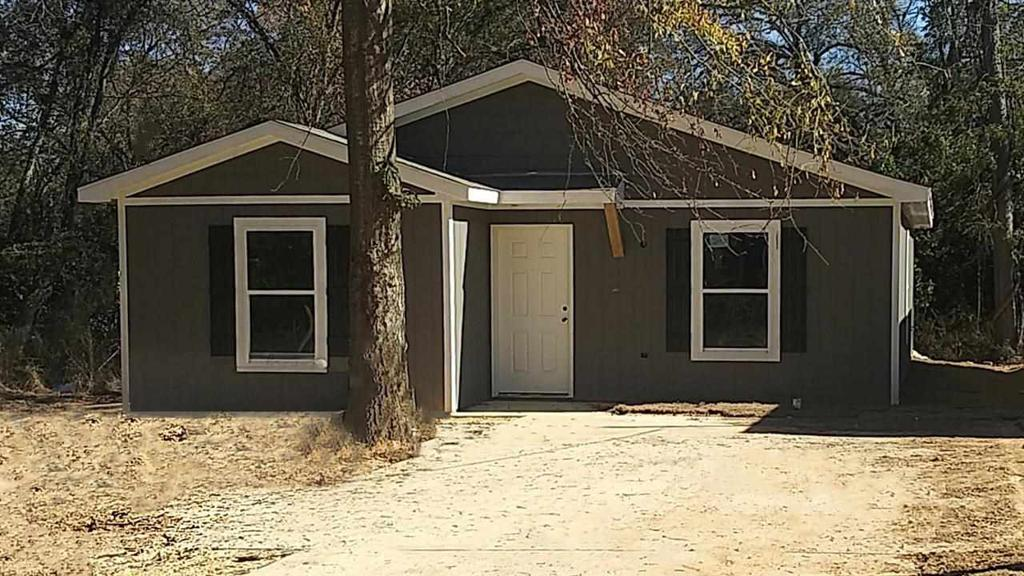 Photo of home for sale at 1212 Beaumont Street, Longview TX
