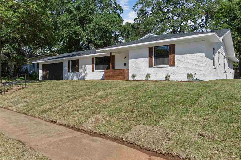 Photo of home for sale at 224 Stanford St., Tyler TX