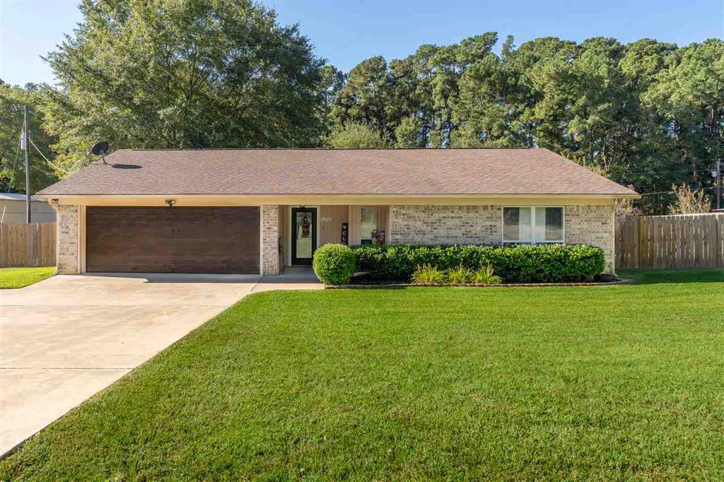 Photo of home for sale at 120 QUAIL RUN, Longview TX