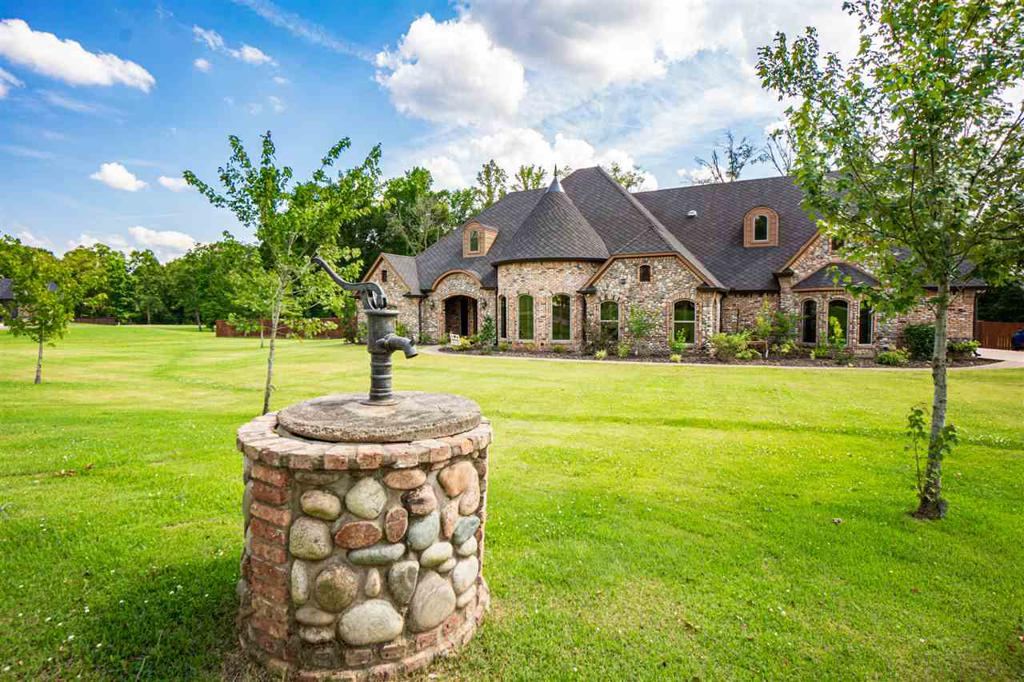 Photo of home for sale at 155 Brisbane, Longview TX