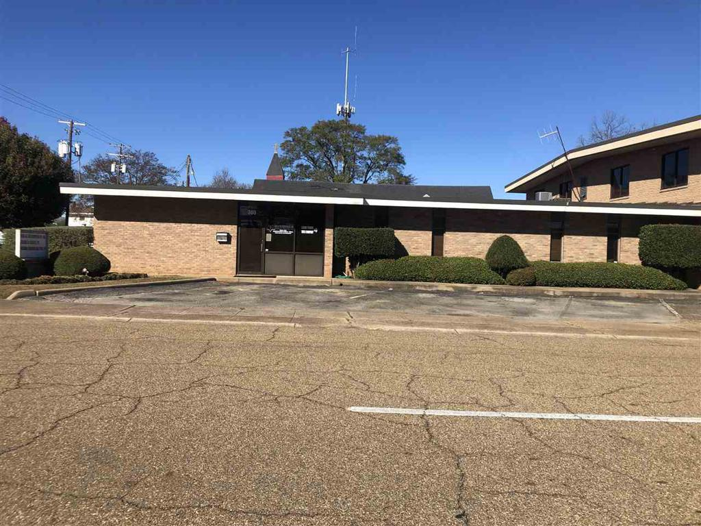Photo of home for sale at 305 Rusk, Marshall TX