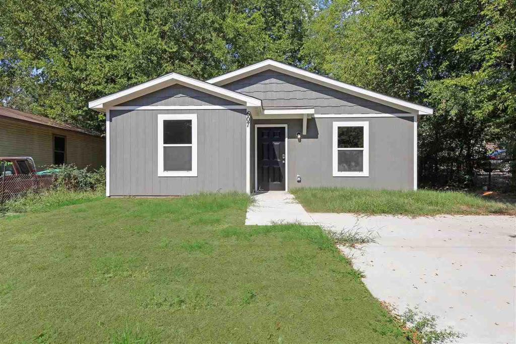 Photo of home for sale at 607 Texas, Longview TX