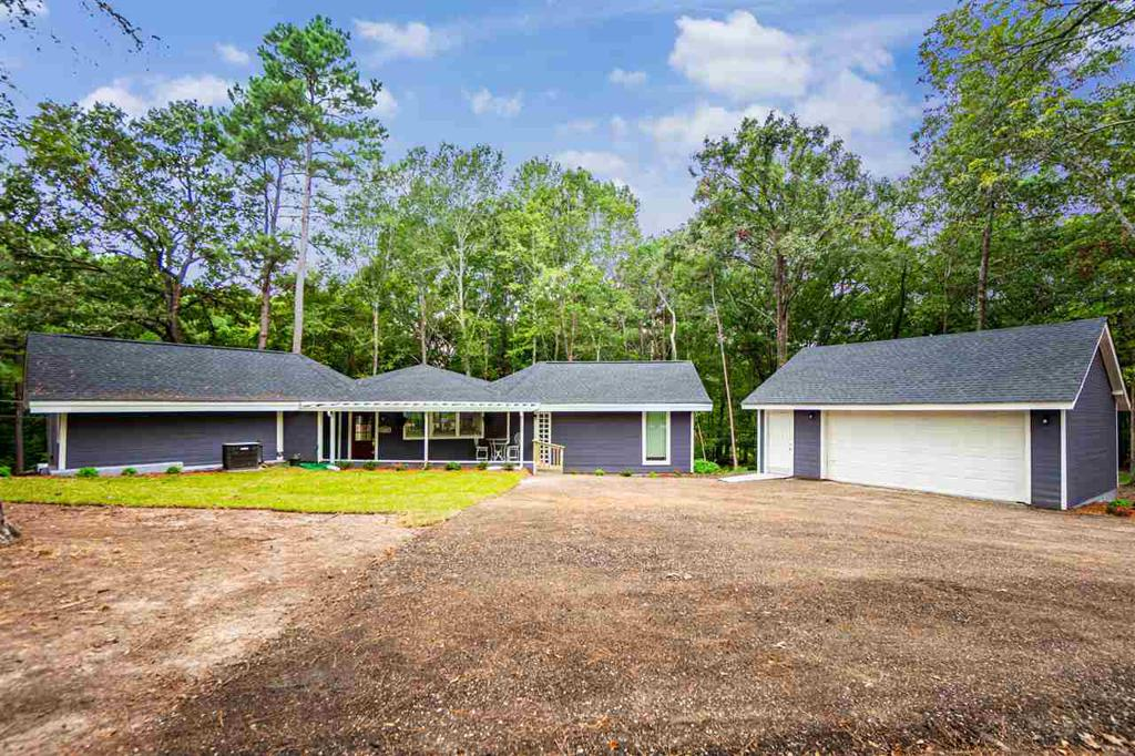 Photo of home for sale at 542 King Ranch Rd, Kilgore TX