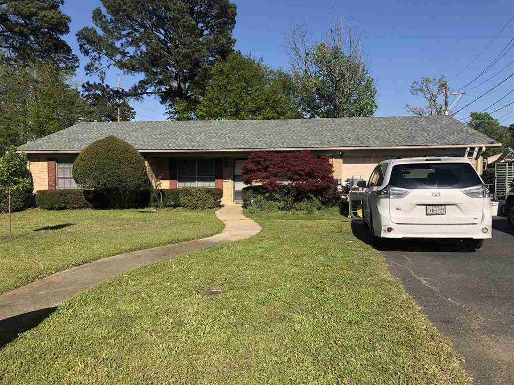 Photo of home for sale at 1 Amesbury Circle, Longview TX