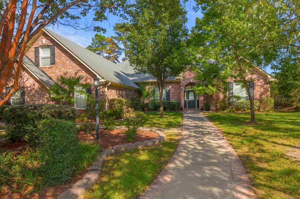 Photo of home for sale at 3708 Holly Trail, Longview TX