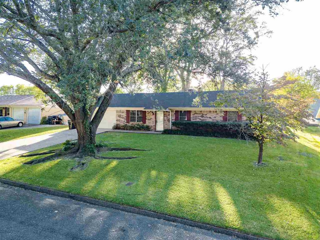 Photo of home for sale at 2805 Teakwood, Longview TX