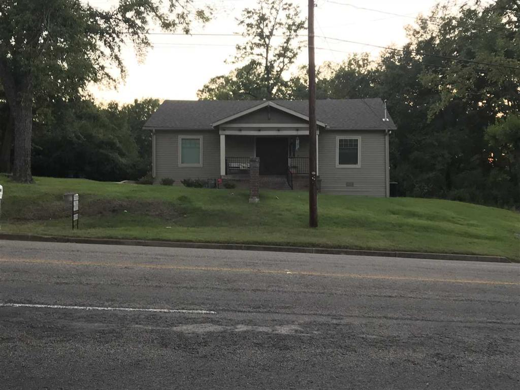 Photo of home for sale at 605 Fredonia Street, Longview TX