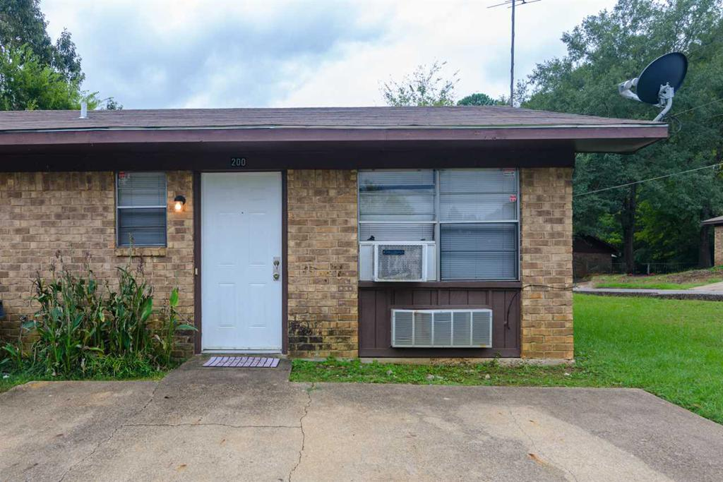 Photo of home for sale at 200-202 April Court, Longview TX