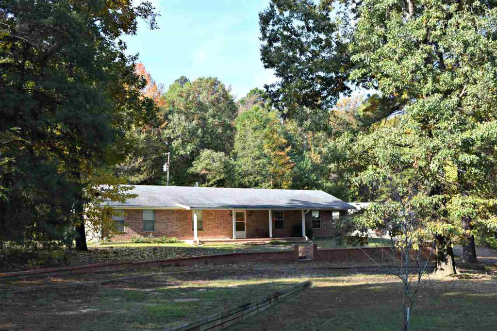 Photo of home for sale at 254 County Road 2762, Hughes Springs TX