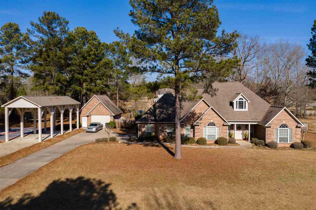 Photo of home for sale at 180 Shadow Dr, Texarkana TX