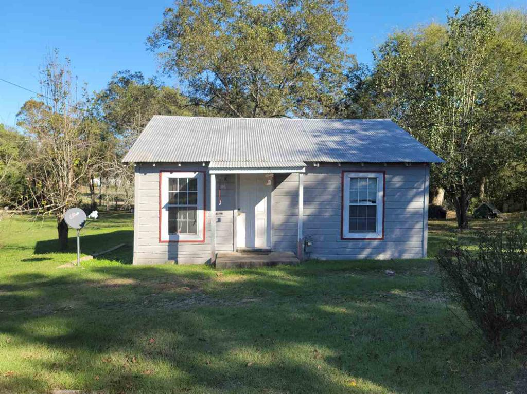 Photo of home for sale at 706 Yaney St, Marshall TX