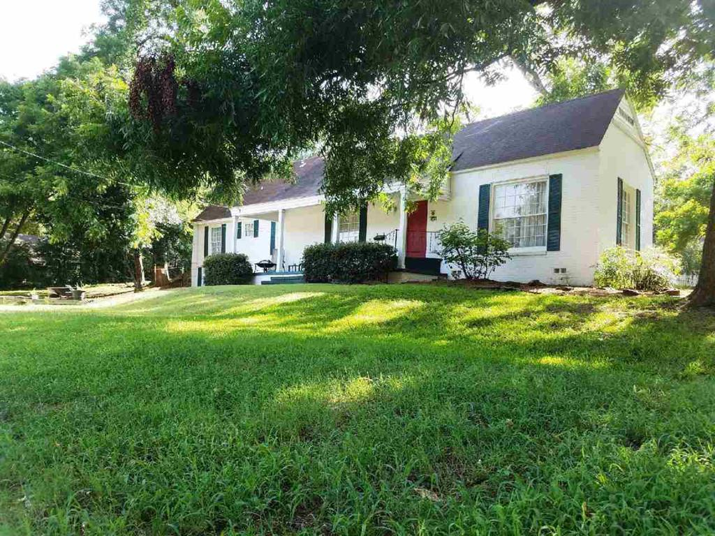 Photo of home for sale at 109 Alley, Jefferson TX