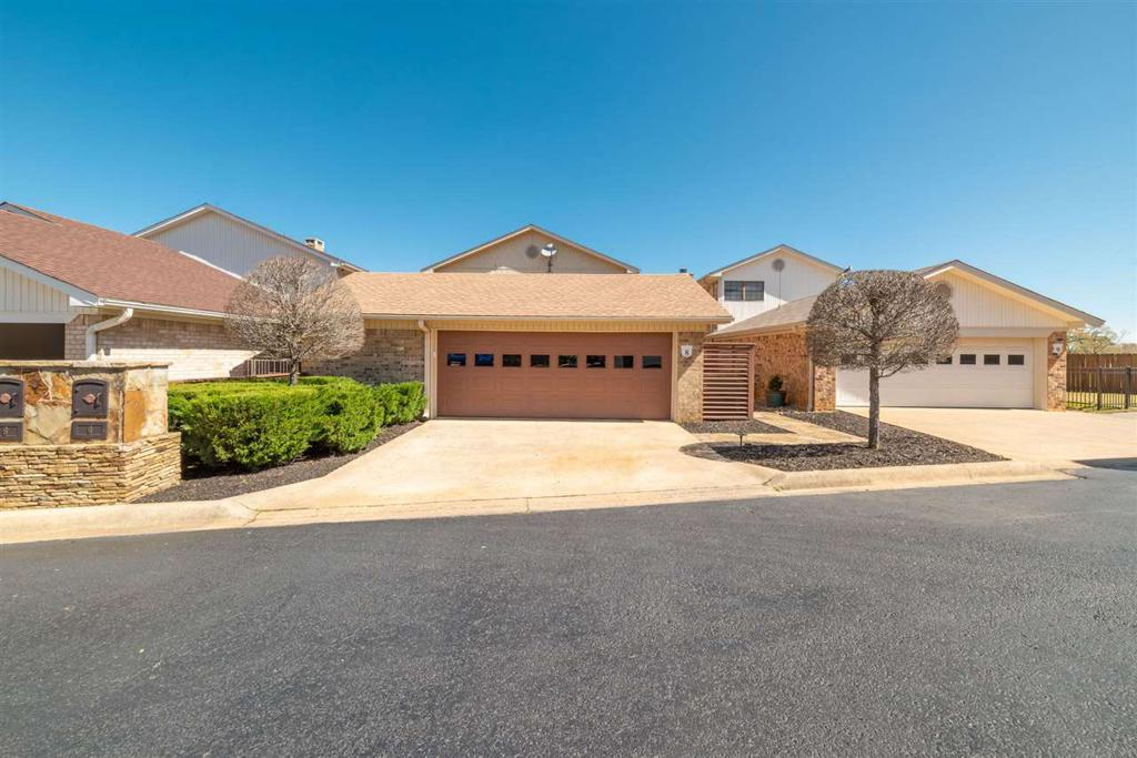Photo of home for sale at 8 Bellengrath Dr, Longview TX