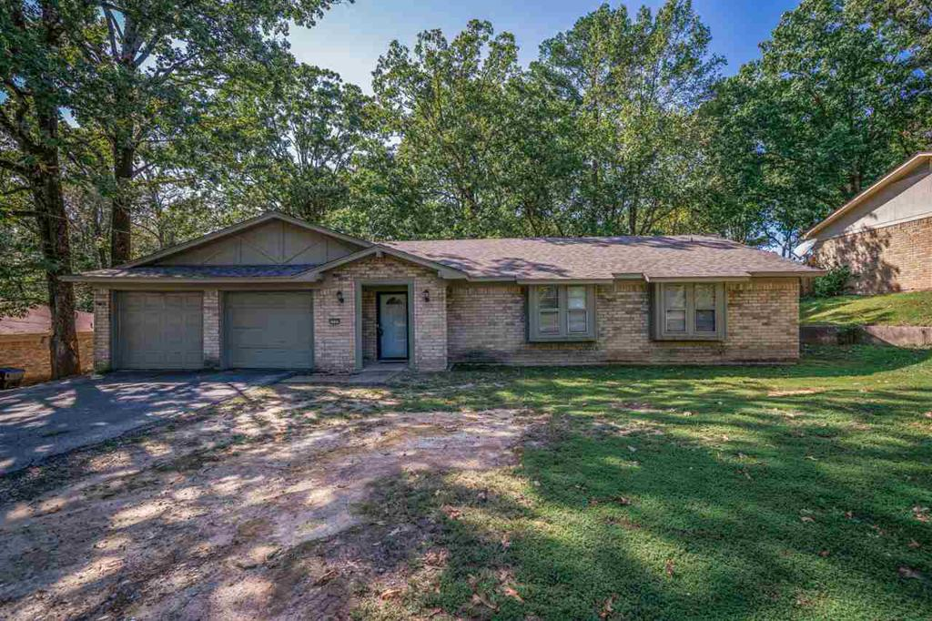 Photo of home for sale at 2707 Fourth Street, Longview TX