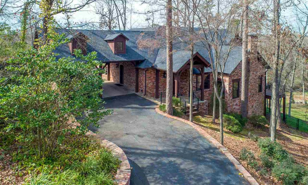 Photo of home for sale at 5 Montclair Circle, Longview TX