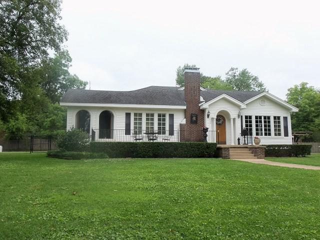 Photo of home for sale at 1208 Pine Street, Kilgore TX