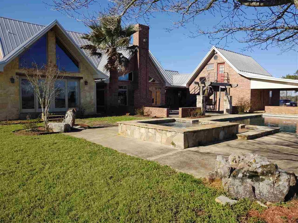 Photo of home for sale at 1501 CR 3300, Jefferson TX