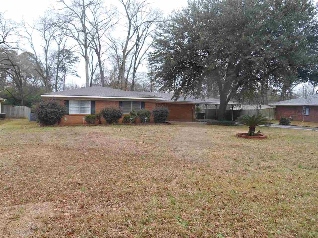 Photo of home for sale at 206 Twilight, Longview TX