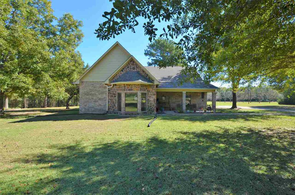 Photo of home for sale at 4040 FM 1910 W, Jacksonville TX