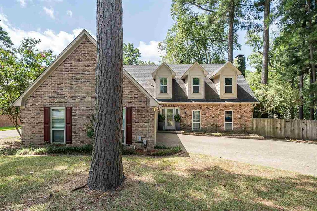 Photo of home for sale at 609 Wellington, Tyler TX