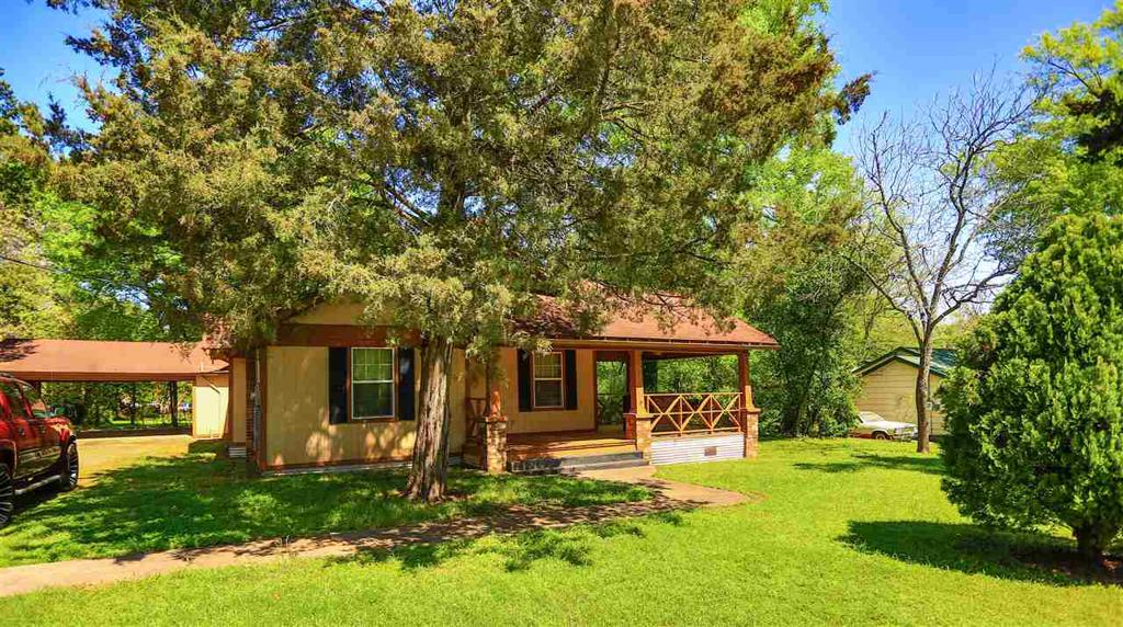 Photo of home for sale at 503 Meredith St, Marshall TX