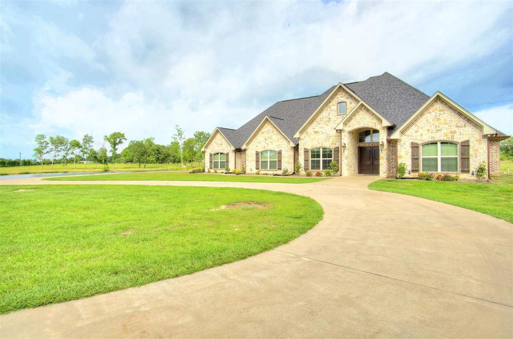 Photo of home for sale at 122 County Road 241, Beckville TX