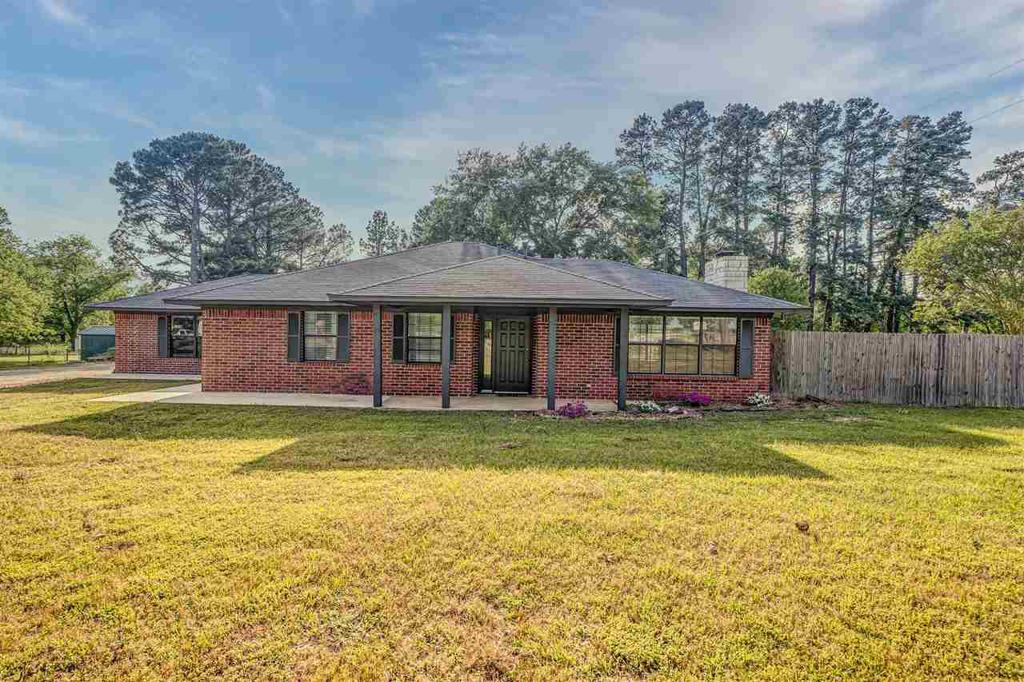 Photo of home for sale at 227 County Road 4896, Winnsboro TX