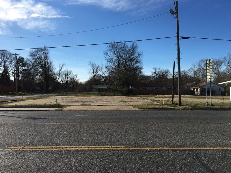 Photo of home for sale at 1302 Grand Avenue, Marshall TX