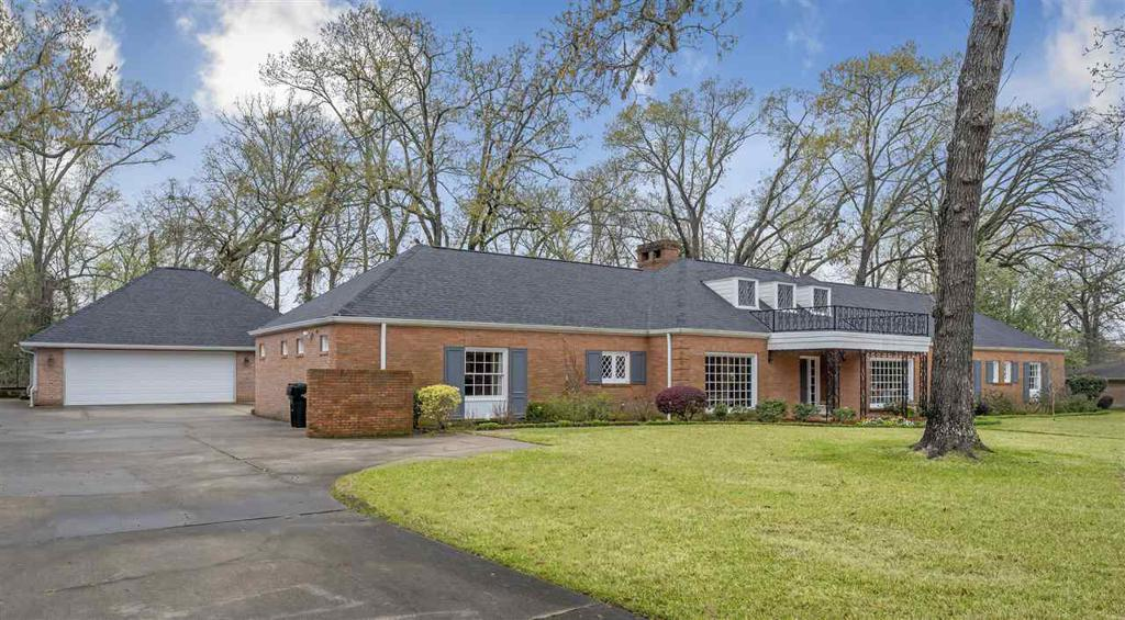 Photo of home for sale at 806 Eden Drive, Longview TX