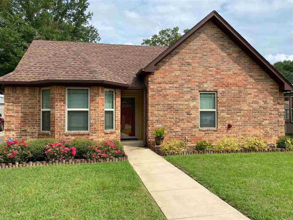 Photo of home for sale at 907 BURNS ST., Kilgore TX
