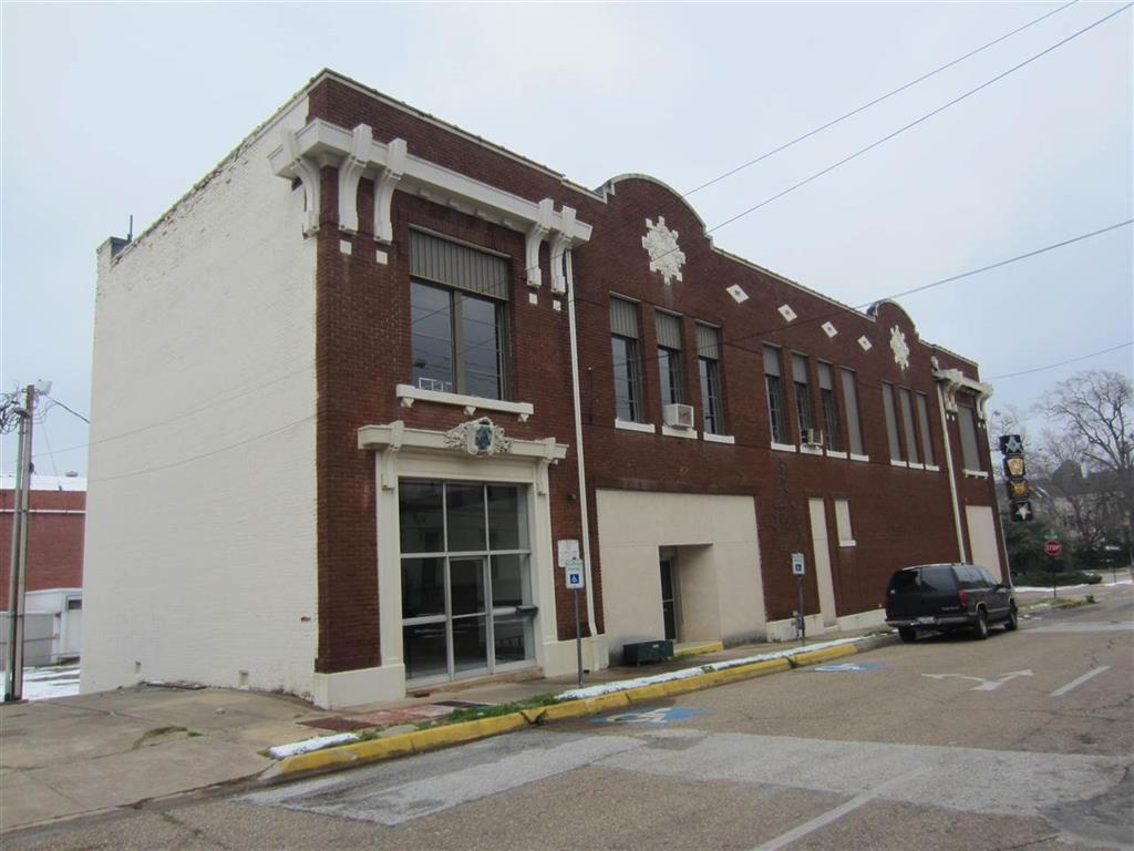 Photo of home for sale at 109 Rusk, Marshall TX