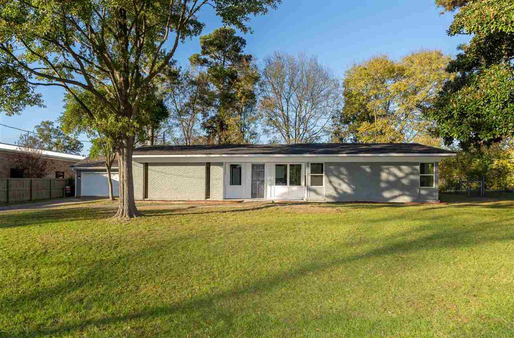 Photo of home for sale at 103 Lynnwood, Longview TX