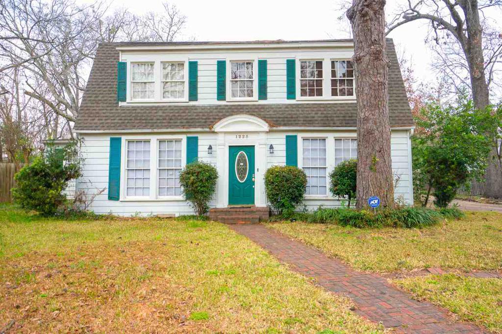 Photo of home for sale at 1225 Oak, Kilgore TX