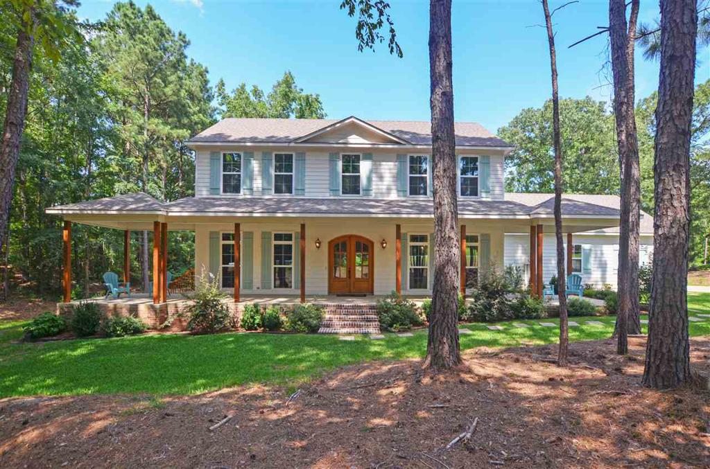 Photo of home for sale at 21625 Syrah Lane, Tyler TX