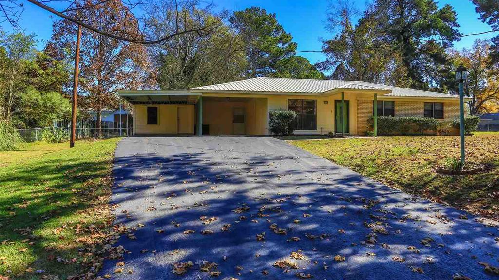 Photo of home for sale at 170 Eberle, Waskom TX