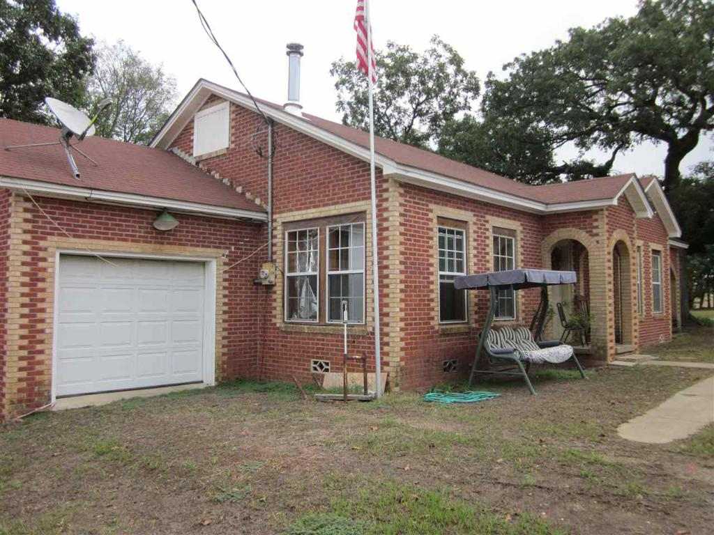 Photo of home for sale at 140 Main St., Avenger TX