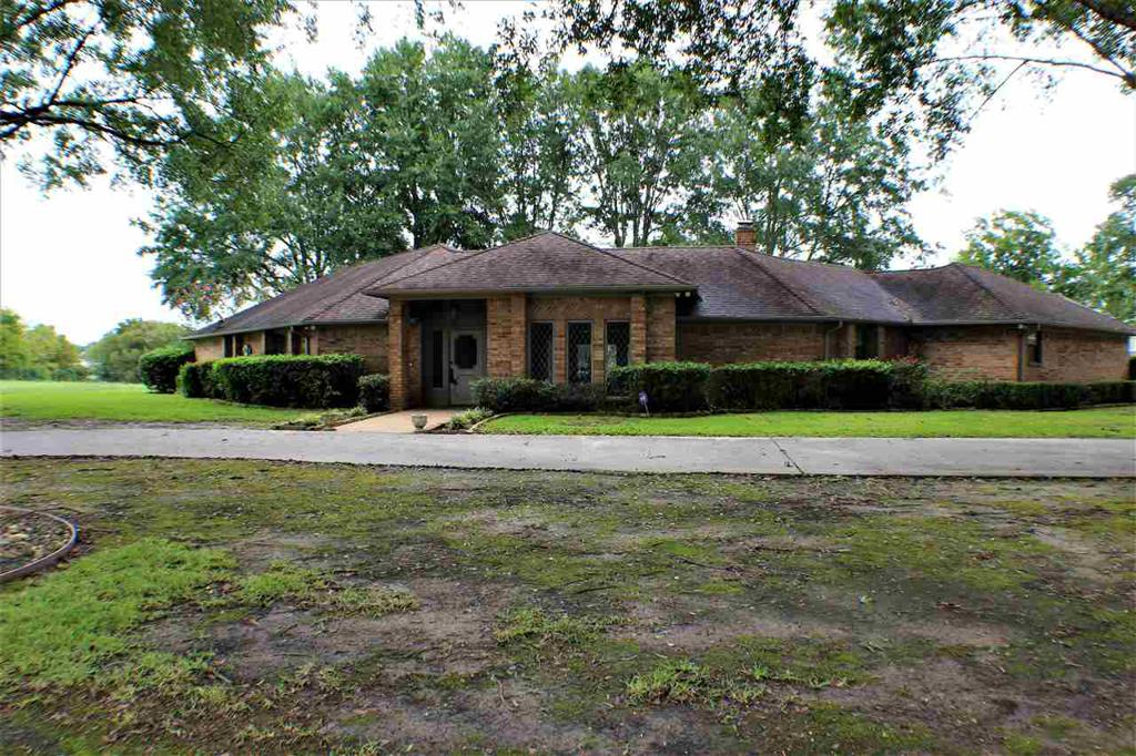 Photo of home for sale at 8 Oak Forest Dr., Longview TX