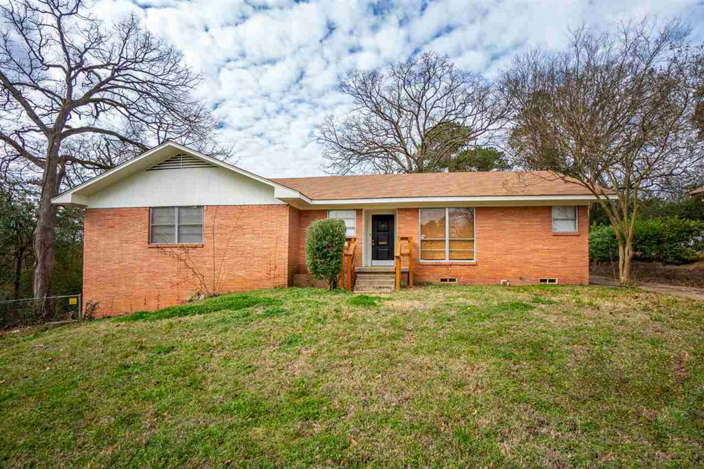 Photo of home for sale at 609 Wood Street, Gladewater TX