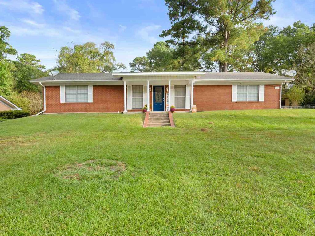 Photo of home for sale at 600 Madelaine, Gilmer TX