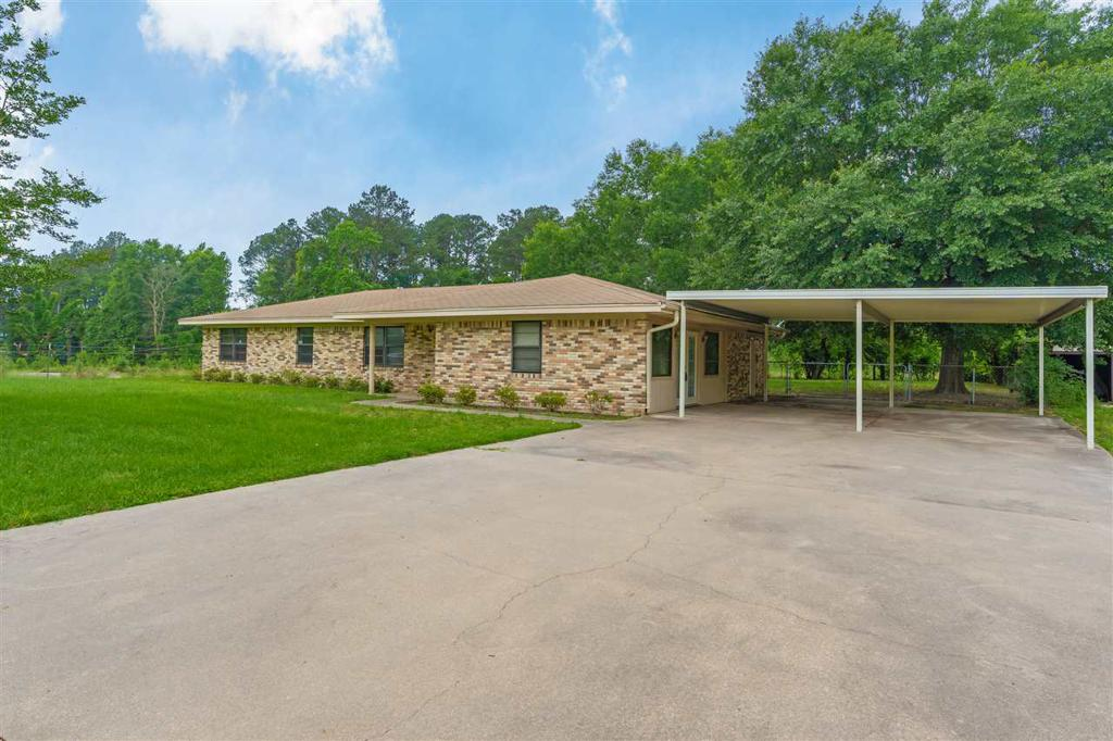 Photo of home for sale at 3277 Woodland Road, Longview TX