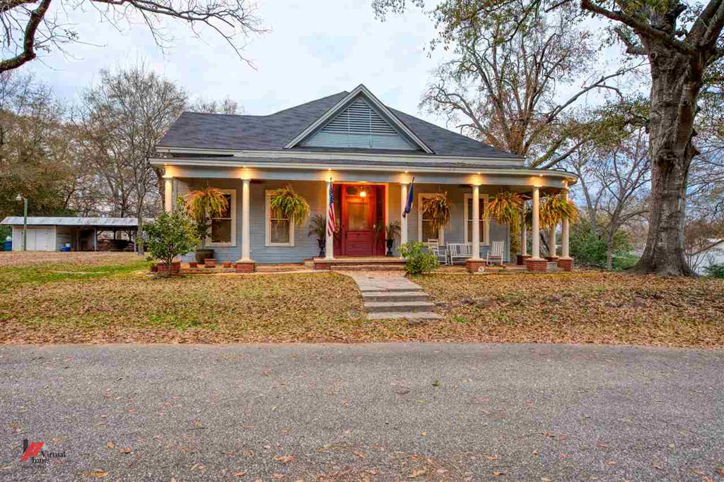 Photo of home for sale at 409 E Baker, Jefferson TX
