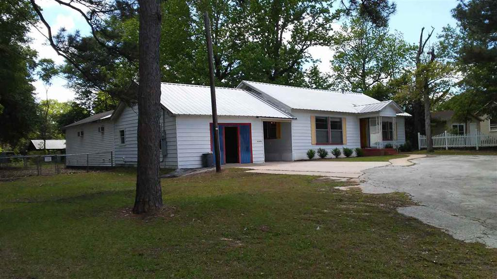 Photo of home for sale at 711 Sabine, Carthage TX