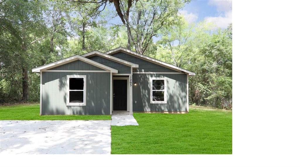 Photo of home for sale at 1205 Booker ST, Longview TX