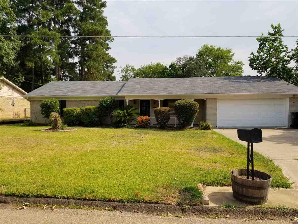 Photo of home for sale at 202 Crystal St., Longview TX