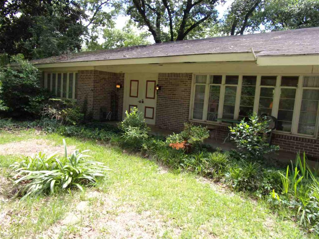 Photo of home for sale at 107 Brownrigg, Marshall TX