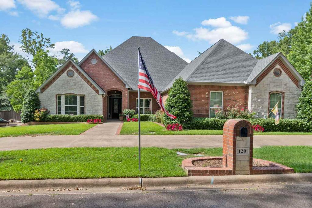 Photo of home for sale at 120 Pat Drive, Mineola TX