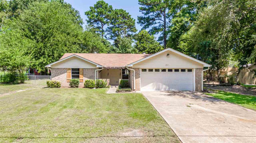 Photo of home for sale at 211 Irving, Longview TX