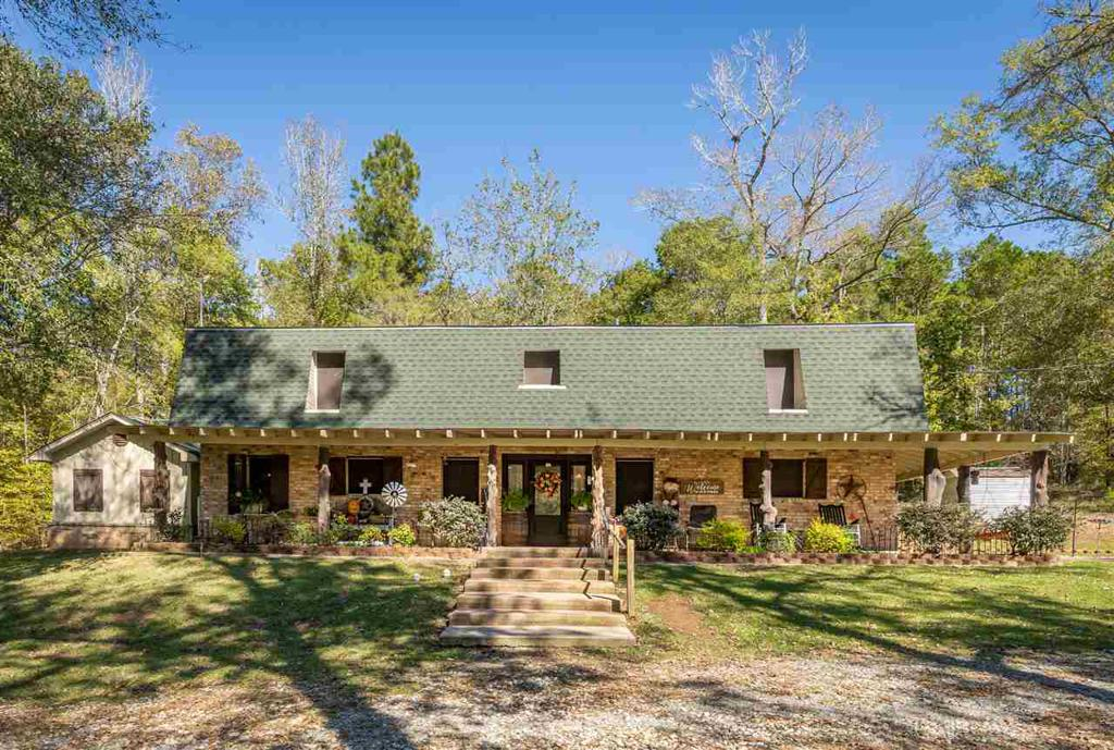Photo of home for sale at 1720 Big Woods Rd, Longview TX