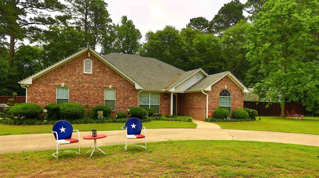 Photo of home for sale at 125 Scottsville Crossing, Marshall TX